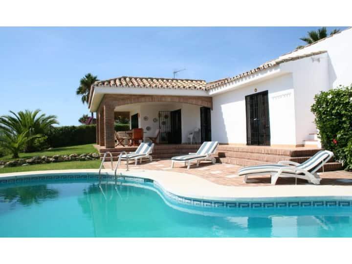 Sea view villa with pool, near beach Calahonda.