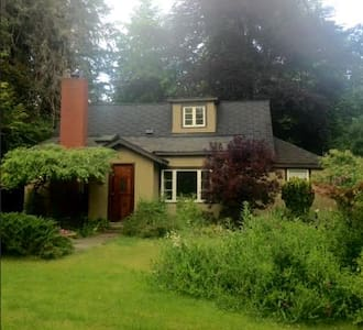 Magical Fairytale Cottage - Duncan