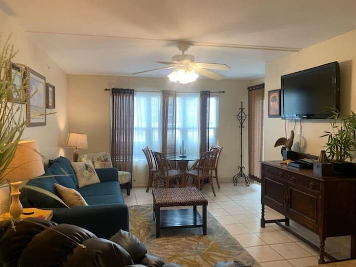 Casual Affordable Family Condo in the Resort District Close to Beach!