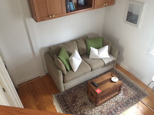 1BR duplex, walking distance to Harvard Sq.