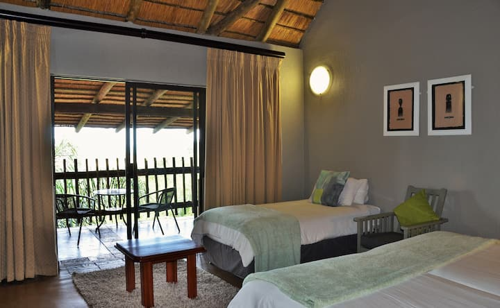 Bundu Lodge - Standard Room 4-Sleeper