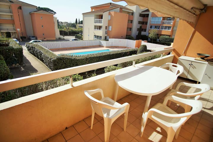 Swimming pool, balcony, facing south, sleeps 4.