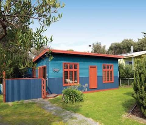 The Quirky - funky comfy beach cottage.