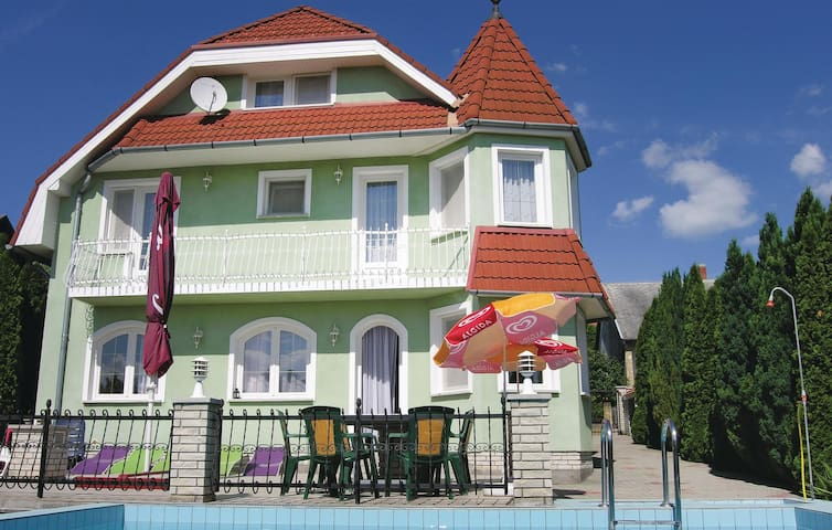 Holiday cottage with 6 bedrooms on 200m² in Vonyarcvashegy