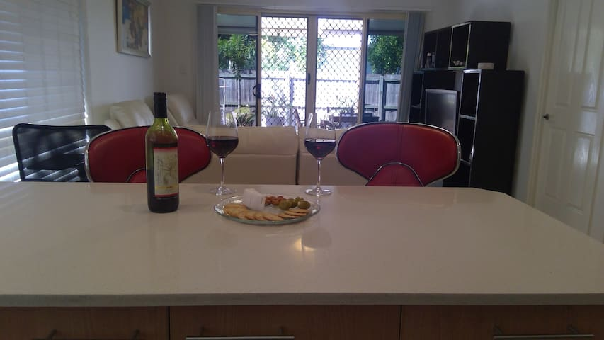 Birchgrove Villa @ Boondall-secure & gated retreat