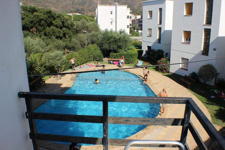 MAS OLIVA LONDRES 20 Résidence avec piscine