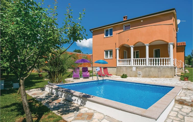Holiday cottage with 3 bedrooms on 128 m² in Nedescina