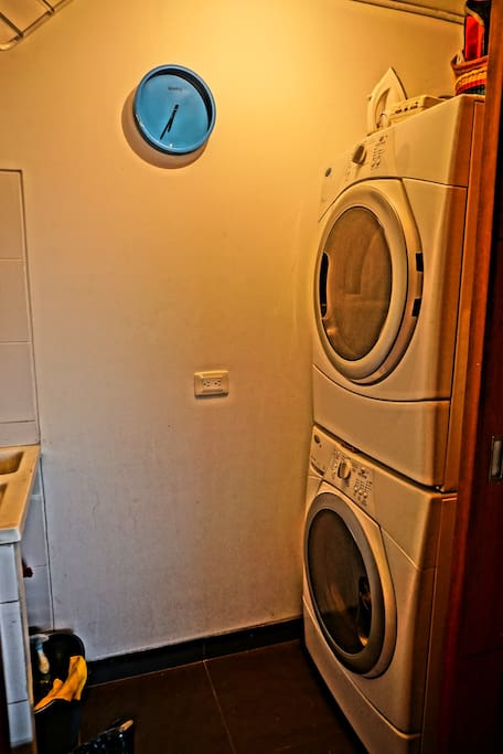 Patio con lavadora y secadora
