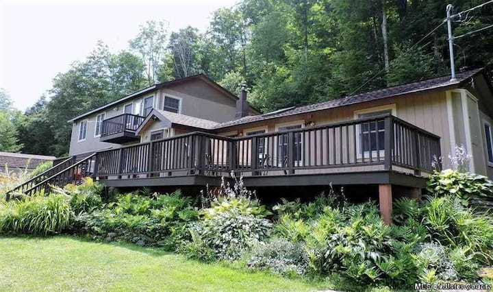 Catskill Mtn Home 4BR/2BA Hot Tub/Game Rm/Fire Pit