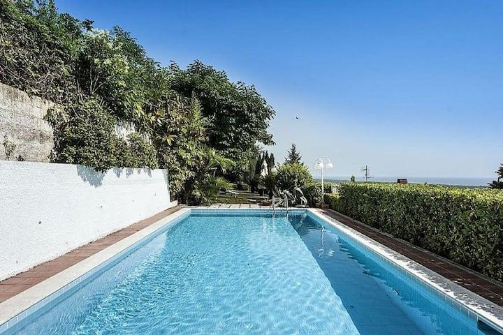 Villa con piscina e vista mozzafiato, a/c  e wifi