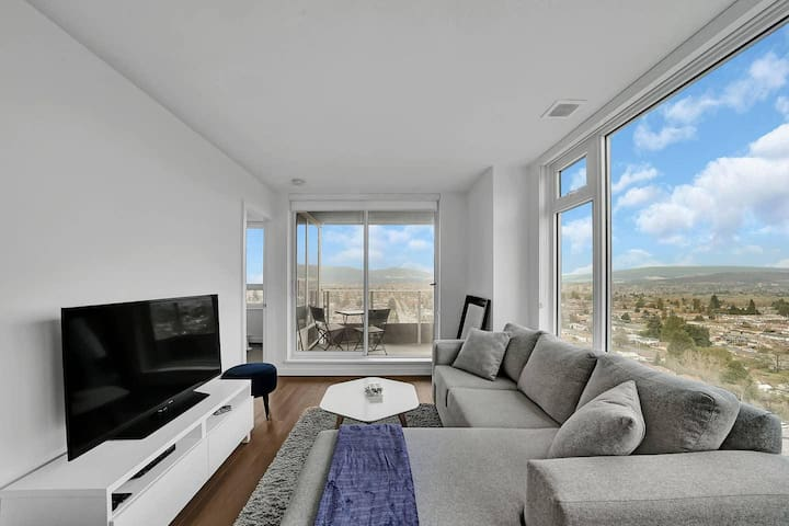 One Bedroom Apartment with Stunning Mountain Views