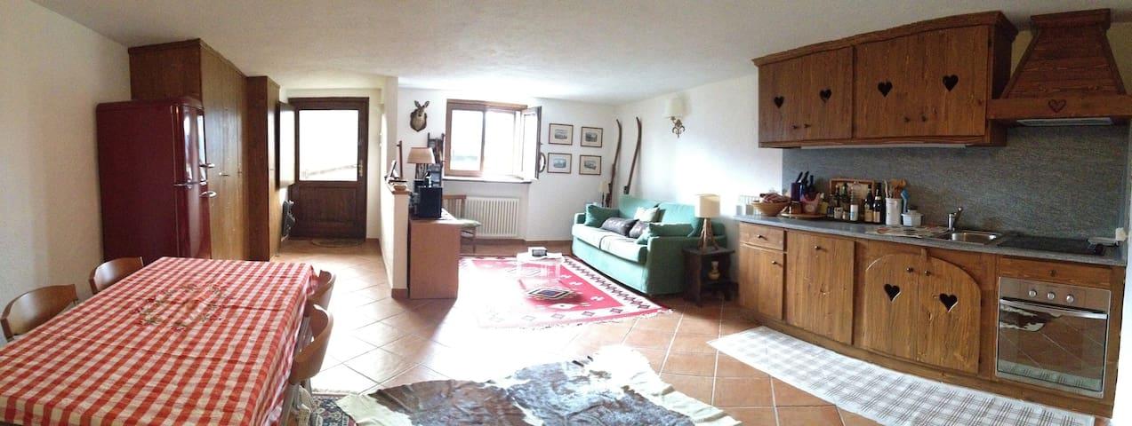 rifugio nella natura e sole - Cheverel - Apartment