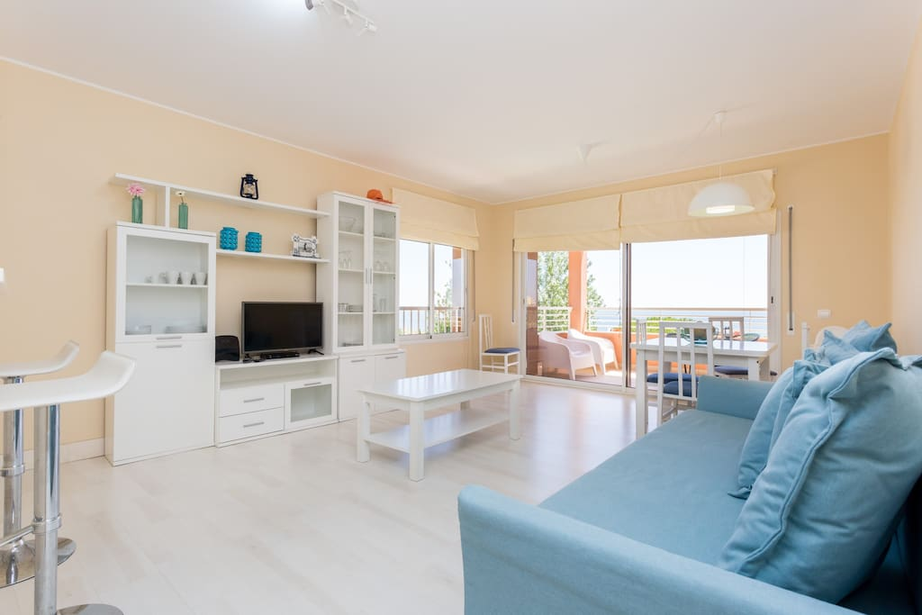 Living Room, Dining Room, TV and Multimedia, cosy and soft decoration,   spacious and comfortable Sofa  bed, beautiful ocean views.