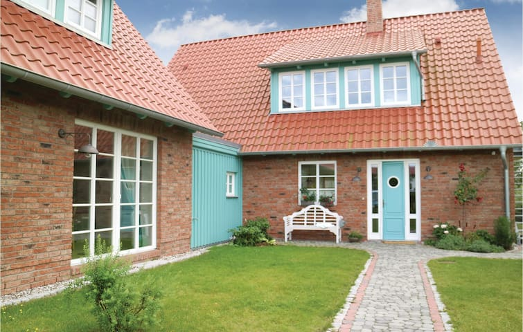Holiday apartment with 2 bedrooms on 104m² in Börgerende