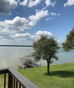 Quiet Lakefront home on Lake Livingston