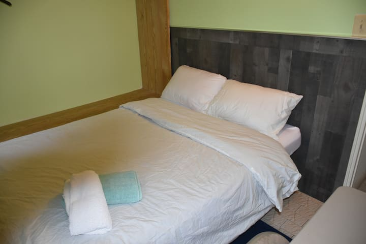 Sunny and cozy room 10 minutes from Times Sq.61F3