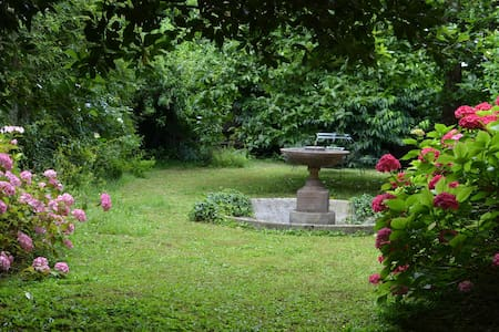 Charming classic house (private bath+breakfast) - Udine - Huis