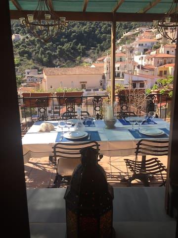 θέα από παράθυρο κουζίνας