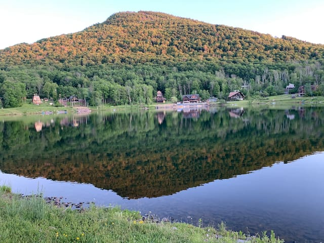 Dream Lakefront Catskills retreat @Hunter Mountain