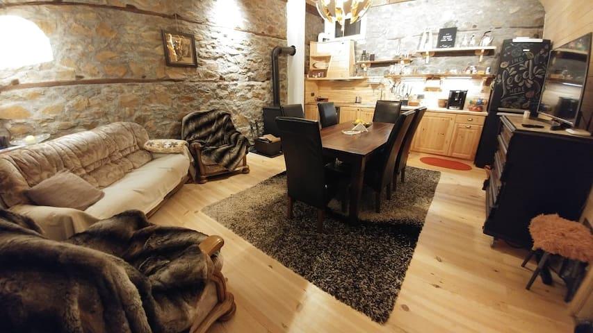 EskiZ - Our Stone Home