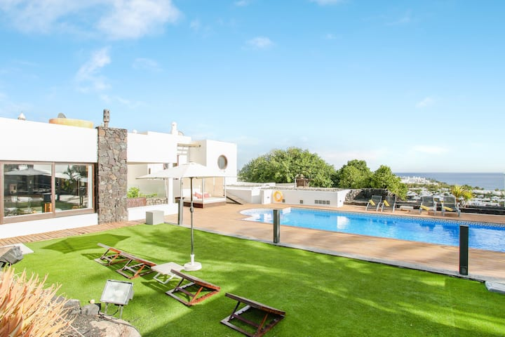 Luxury Villa Abaego with Heated Pool, Private Spa, Tennis Court, Terrace & Ocean View; Parking Available