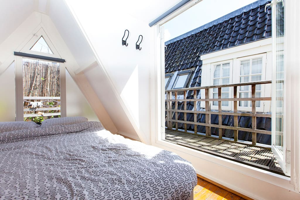 bedroom with sunterrace
