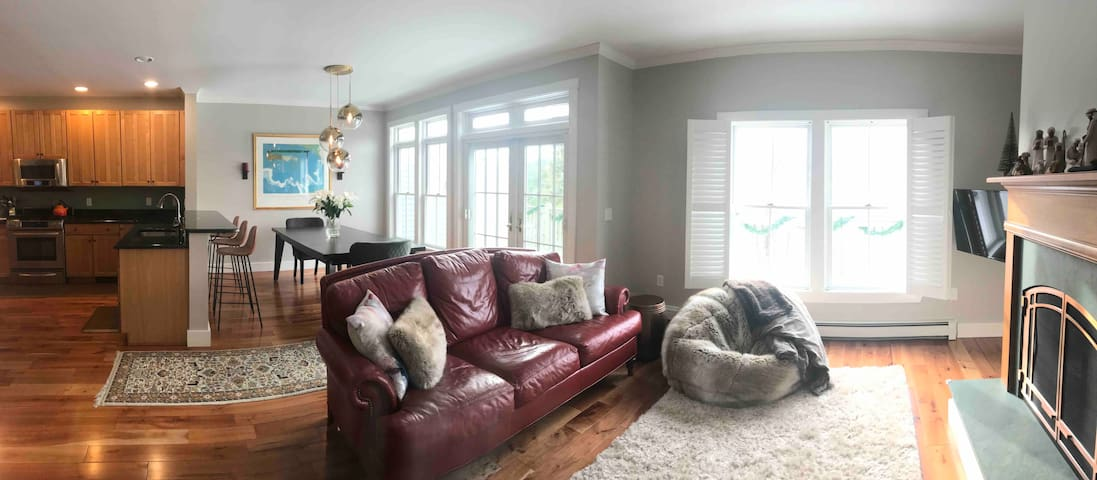 Luxury Mtn RD 3BD Townhome | Stowe Family Getaway