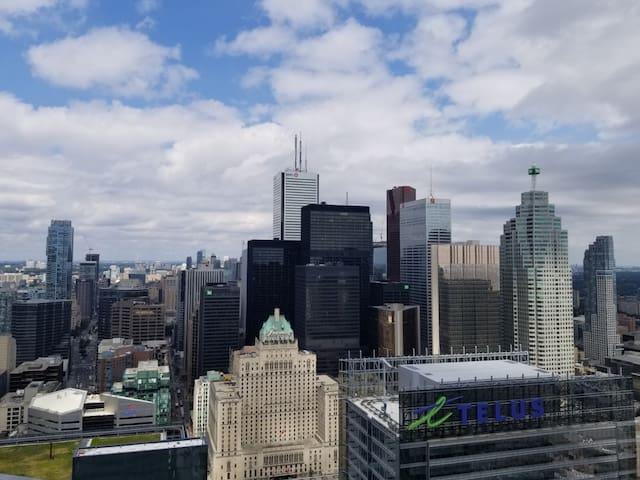 High floor, walk to CN Tower, Scotiabank Arena.