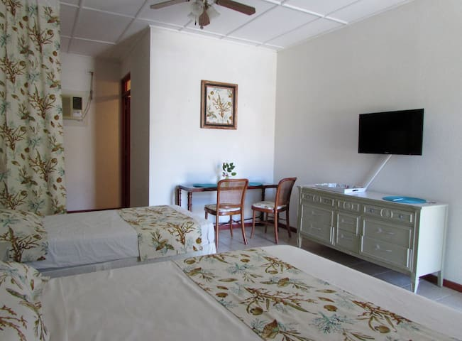 Cozy and affordable studio that sleeps 3 With POOL