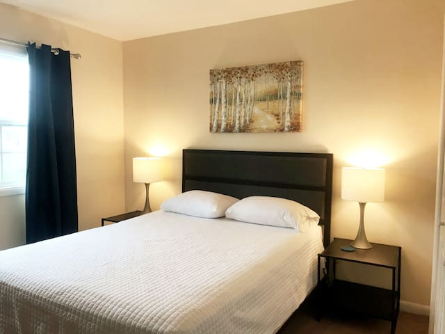 Maple Park Flat 3 *near Grand Park and downtown*!