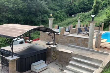 Bas de villa 100 m² avec piscine 2 personnes