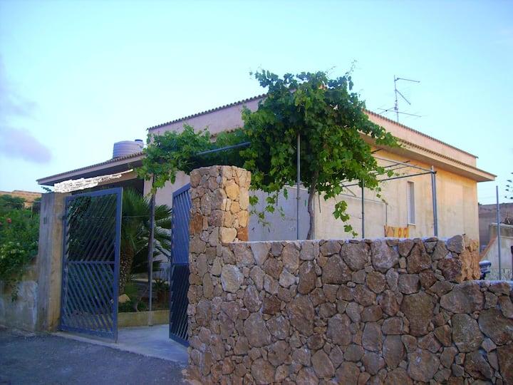 Hus med 2 soverom i Custonaci med innredet terrasse og Wi-Fi - 40 m fra stranden