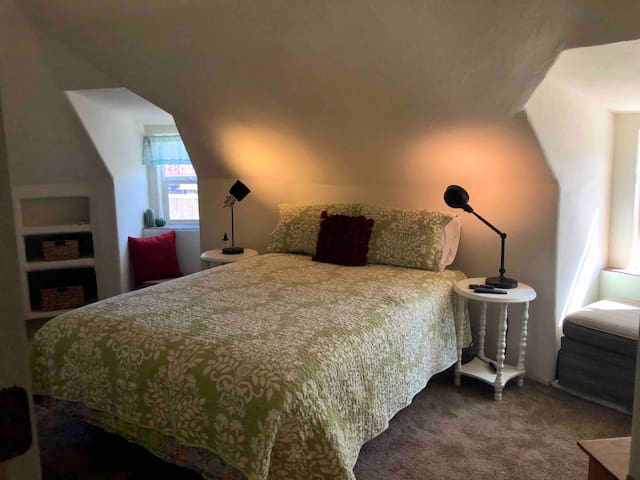 Enjoy sunsets and beautiful mountain views from the lovely SW facing window seat in Bedroom 1.