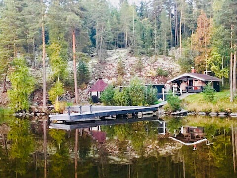 Lakeside cottage with sauna