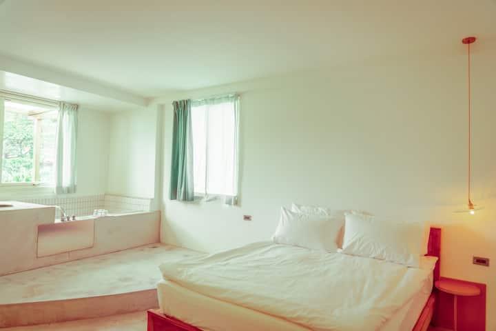 Taipei Jiufen | 綠光 Room 2 (超大雙人套房附山景浴缸)