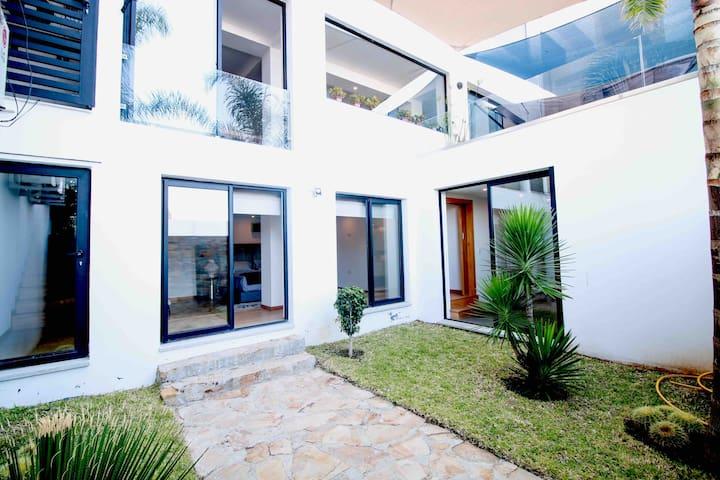 Loft 200m2 terrasse, patio, vue baie