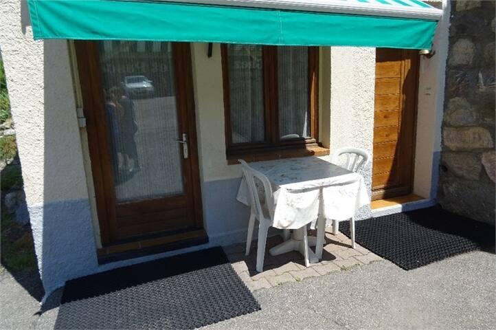 Studio Rez de Chaussée dans maison, Wifi gratuite