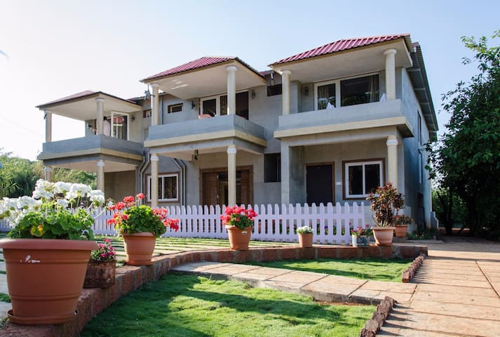 Luxury family room - Mahabaleshwar - Condominium
