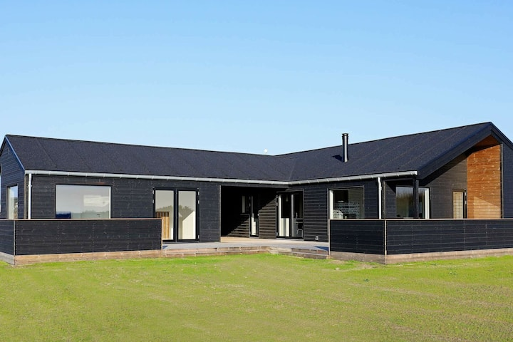 Luxurious Holiday Home in Lokken Jutland with Whirlpool