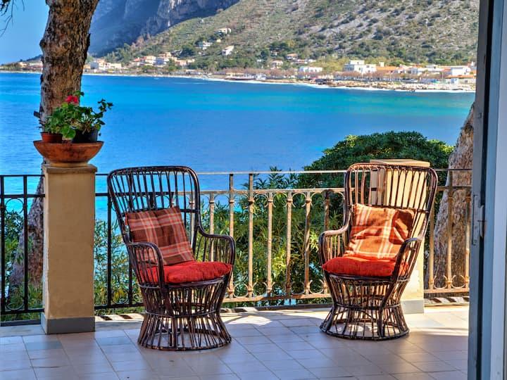 Liberty style villa on the Sferracavallo coast