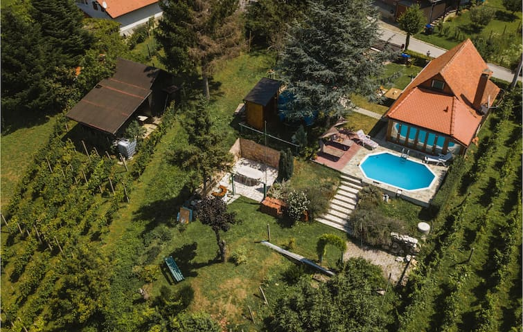 Holiday cottage with 2 bedrooms on 79m² in Turcin