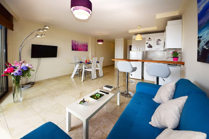 NICE AND SUNNY MODERN APARTMENT AT LOS CRISTIANOS