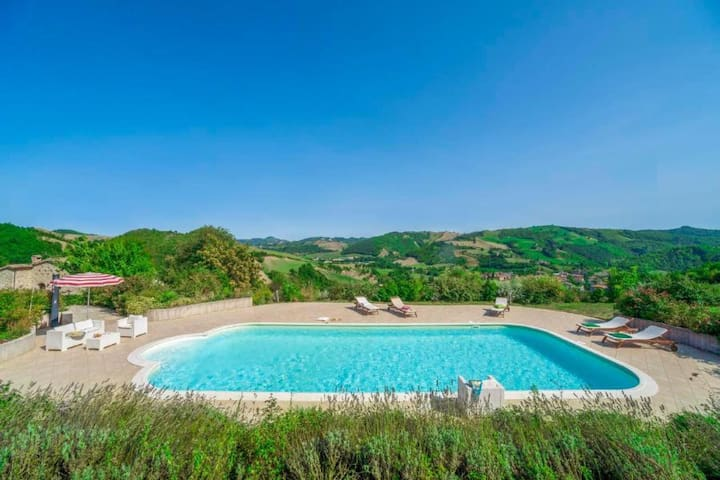 Lovely stone farmhouse, an oasis of tranquility in the countryside with wonderful garden and large swimming pool