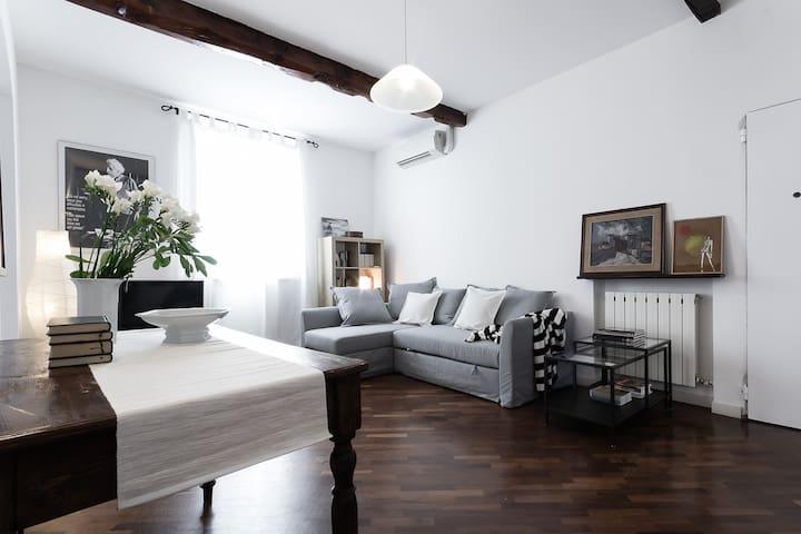 Casa Maltoni, luminous apartment in charming road