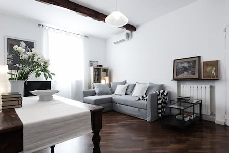Casa Maltoni, luminous apartment in charming road - Bologna - Apartemen