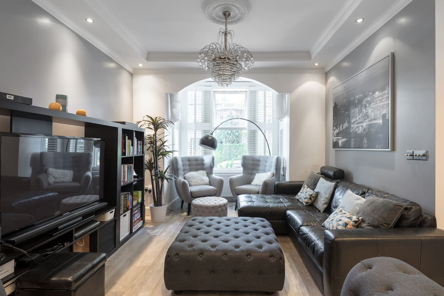 Large Modern Living Space with comfortable seating for 8+ people!