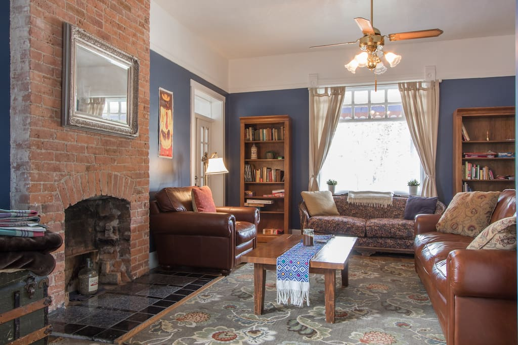 Large living area with leather couches, board games, books and puzzles.