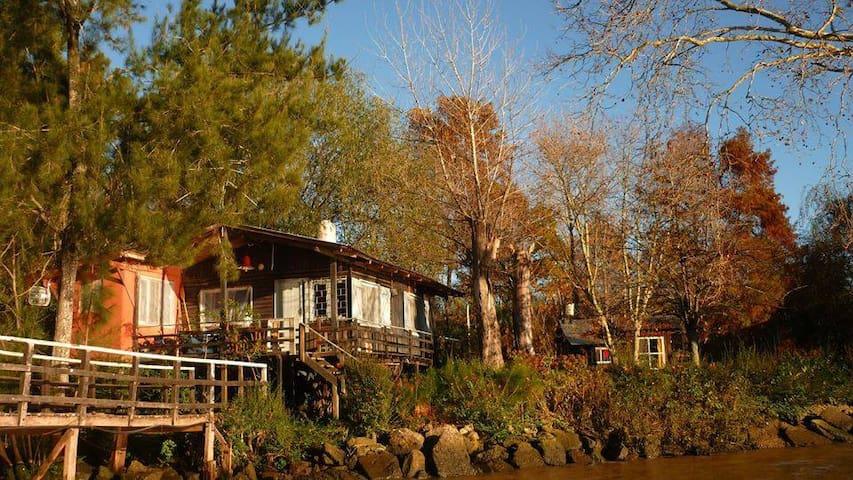 Nuestras dos Cabañas Encantadas vistas desde el río /Our two Enchanted Cabins seen from the river