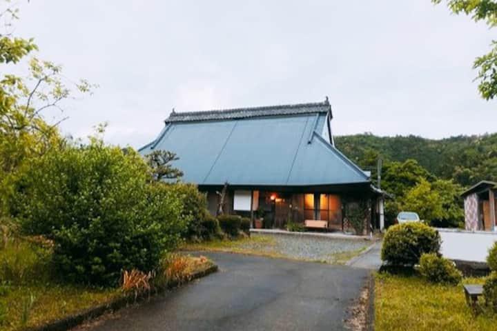 Let's stay Japanese old style (Kominka)