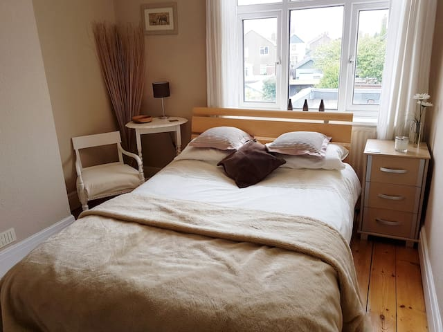 Bosham pretty double room